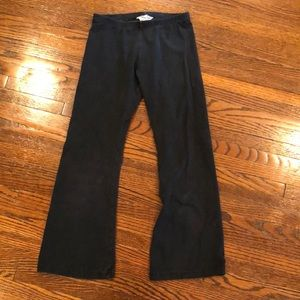 Hard tail black capris